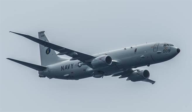 一架美國海軍P-8「海神」海上巡邏機8月29日飛越太平洋上空的資料照。(圖/美國海軍)