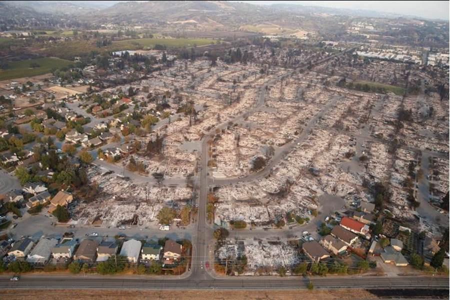 加州聖羅莎被野火肆虐過的區域。(路透社)