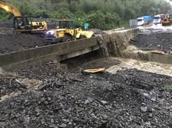 大雨來襲宜蘭傳災情 台7甲線德荃橋已緊急搶通