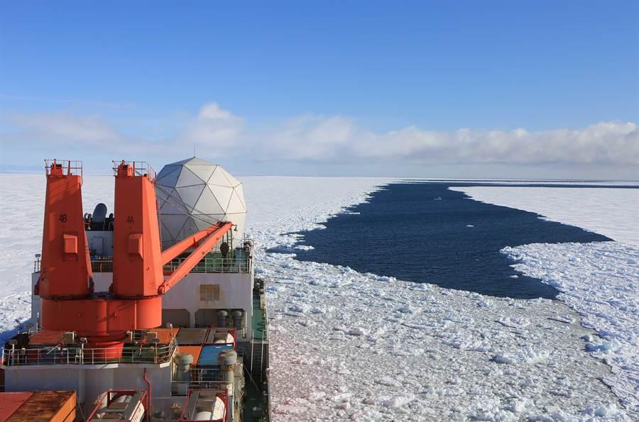 中國今年2月派遣科學考察船雪龍號前往南極。(新華社)