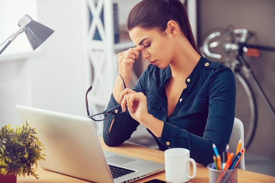 癌因性疲勞定義為持續性且主觀感覺因癌症或治療引發身體功能、情緒與認知的疲勞,並已影響一般生活功能。(圖/達志)