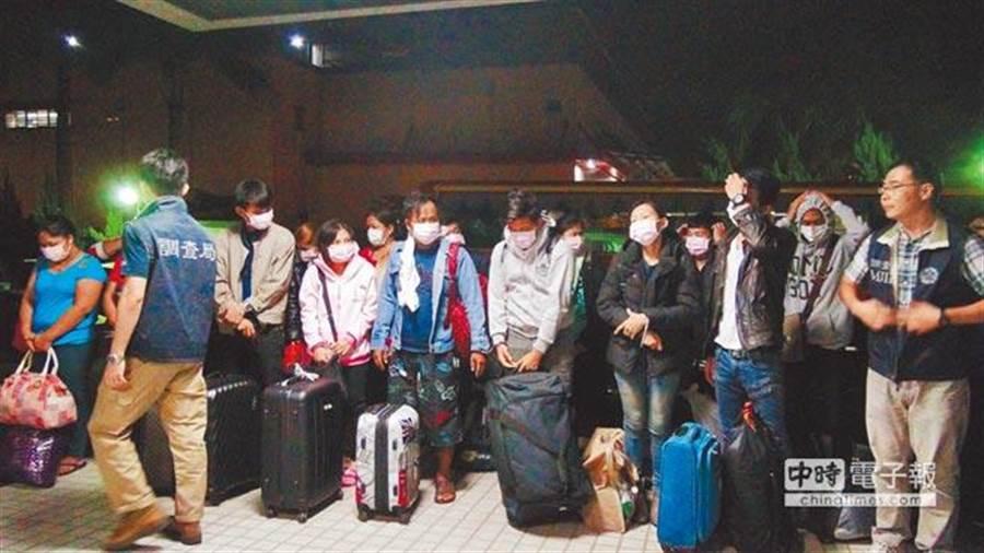 中機站首次破獲台泰聯手在台設置機房詐騙泰國人案,大批泰國籍男女來台受訓,加入詐騙集團行列。(馬瑞君翻攝)