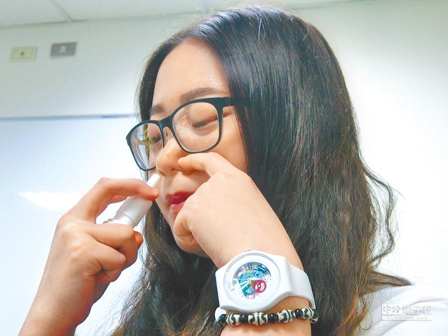 奇美醫學中心統計,PM2.5暴增期間,鼻子過敏就診人數增加3至4成,倚賴鼻噴劑而上癮案例也增加。(曹婷婷攝)
