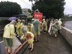 600志工頂大雨掃南崁溪岸 桃園河川認養率達6成