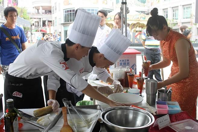 港都料理王校園組初賽以「佐茶天菜」為主題,考驗選手的廚藝及創意。圖:貿協提供
