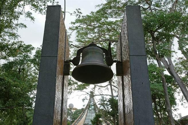 東海大學路思義教堂及鐘樓,正式成為台中市市定古蹟。(阮偉明老師提供)