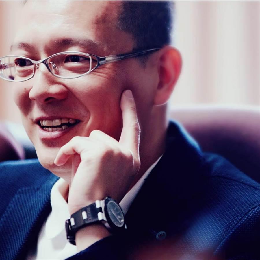 孫大千在臉書批評國防部長馮世寛是「新怪咖」。