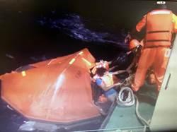 貨輪沈沒 大廚海上漂流9個小時獲救