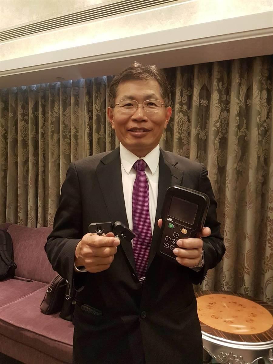 汽車零組件廠謚源董事長吳碣石表示,隨著各國陸續將TPMS(無線胎壓偵測器)列為汽車必要配備,現在切入「是一個好時機」。(黃琮淵攝)