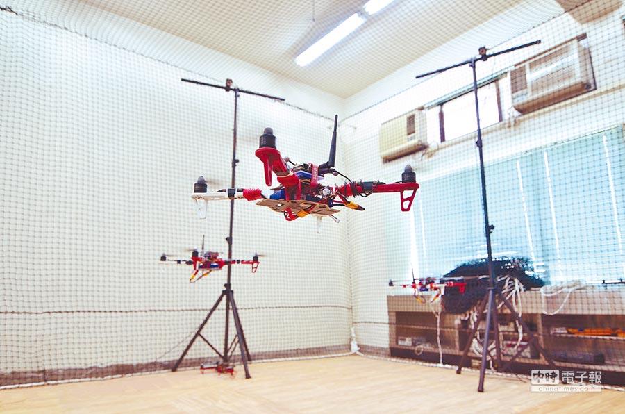 新竹交通大學致力推動人工智慧與機器人教學,新學期推出「機器人碩士學位學程」。圖為新竹交大研發的無人機載具。(新竹交通大學提供)