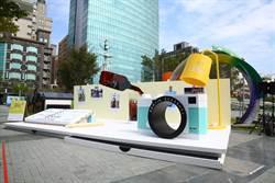 黑松沙士10米巨型「清爽der風格書桌」 台中亮相