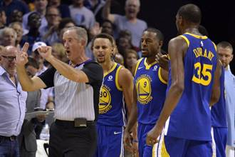 NBA》柯瑞:我做了傻事 但沒拿牙套丟裁判