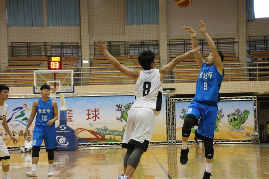 WCBA上海寶山女籃彭詩晴(右),返台為台北市隊拚全運。(宜蘭全運會提供)