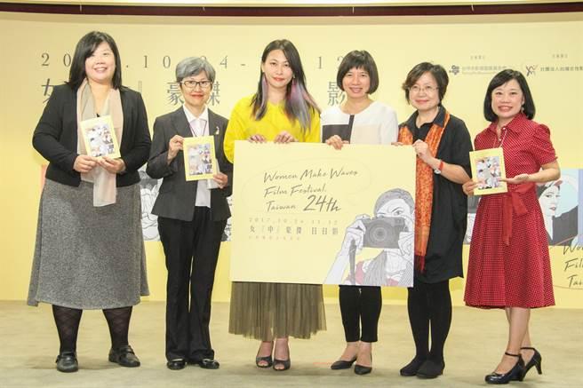 中市副市長林依瑩(右三)24日宣布2017台灣國際女性影展在台中登場,展現女性導演的「影」響力。(盧金足攝)