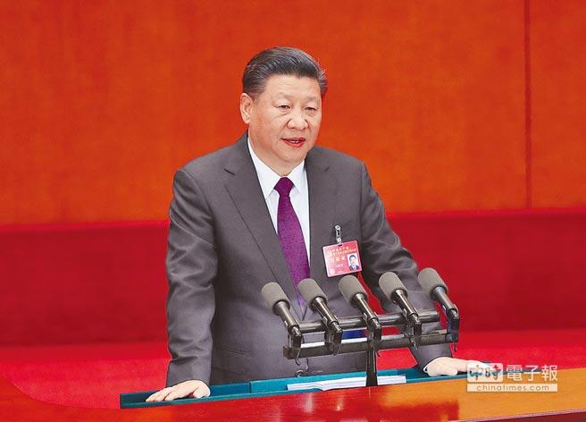 10月18日上午,大陸國家主席習近平代表第十八屆中央委員會作報告。(中新社)