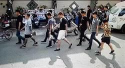 為了200元 禮儀公司百名黑衣人殯儀館示威