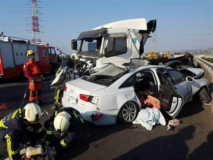 就是這一撞,奪走小轎車一家三口生命。(本報系資料照)