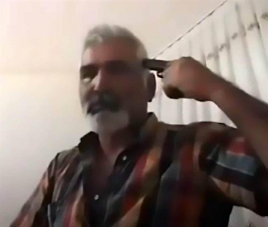 Ayhan Uzun持手槍朝太陽穴自轟身亡。(圖截自臉書)