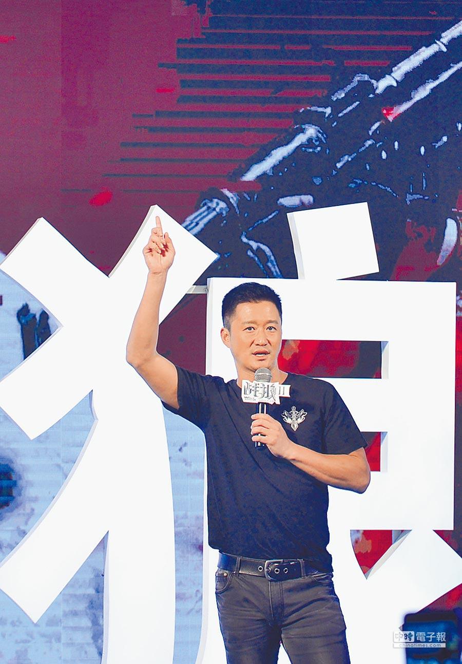 7月10日,導演兼主演吳京亮相《戰狼2》新聞發布會。(新華社)