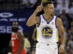 NBA》柯瑞去年總冠軍失利球衣拍賣近180萬