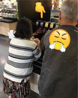 大媽就是狂!用這方式在IKEA可樂無限暢飲