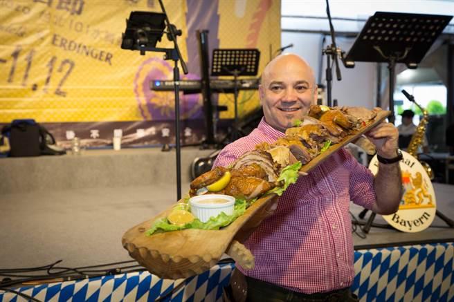 溫德廚藝總監Michael Wendel親自設計德國啤酒節菜色,從前菜到甜點超過25道經典巴伐利亞佳餚完整呈現。(台北101提供)