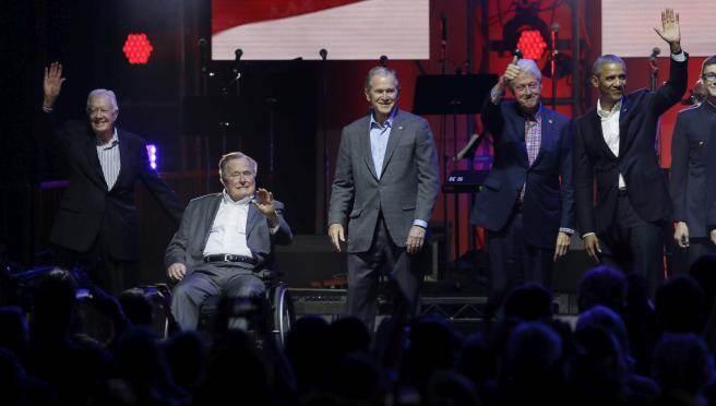 美國前總統卡特、老布希(左起)、小布希、柯林頓、歐巴馬。(美聯社)