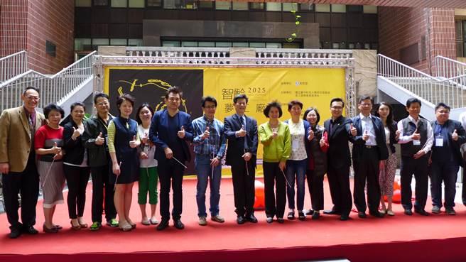 台中科大主辦的「2025智齡夢工廠創客競賽」28日揭幕,盼為學生投入長照產業做好準備。(林欣儀攝)