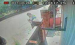 囂張竊賊屋前數鈔票 路旁監視器全都錄