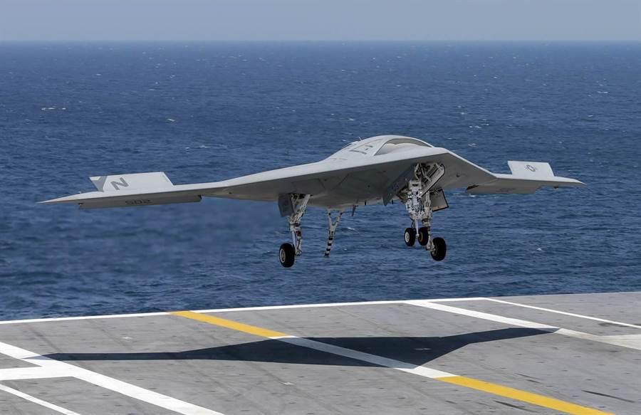 原本外界猜測諾斯洛普格魯曼的X-47B會轉型成無人加油機MQ-25,結果諾格公司主動退出了。(圖/美國海軍)