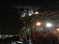 台鐵台南段電車線斷裂 凌晨搶通