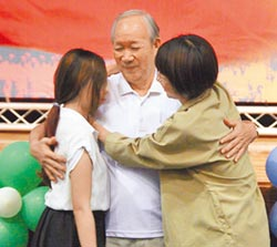 陳壽祥樂捐17年 認養18遺孤