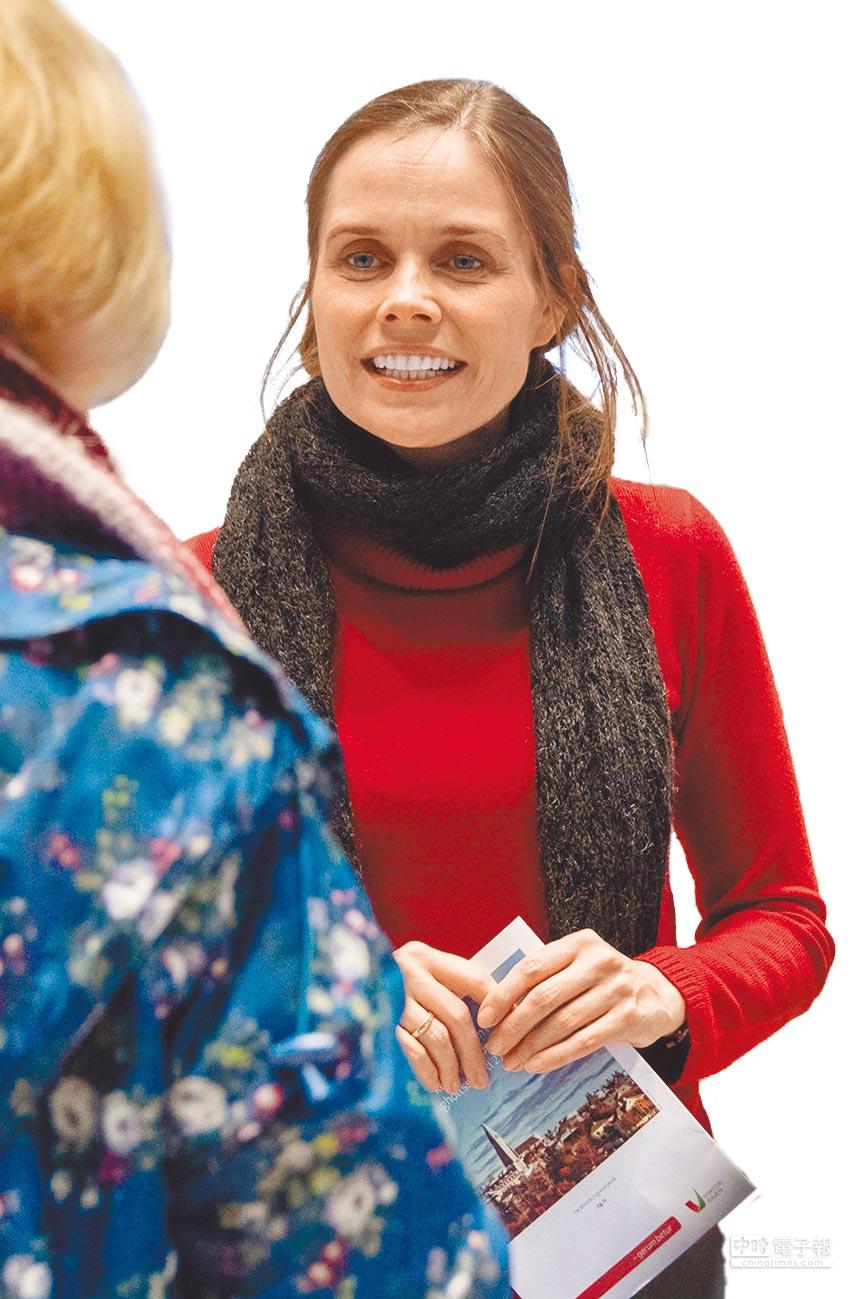 冰島最大反對黨「左翼綠色運動」41歲的美女黨魁雅寇絲朵蒂爾,率領該黨在國會改選中拿下17%選票,該黨極有機會組成冰島自1944年以來,第二個左傾政府。(法新社)