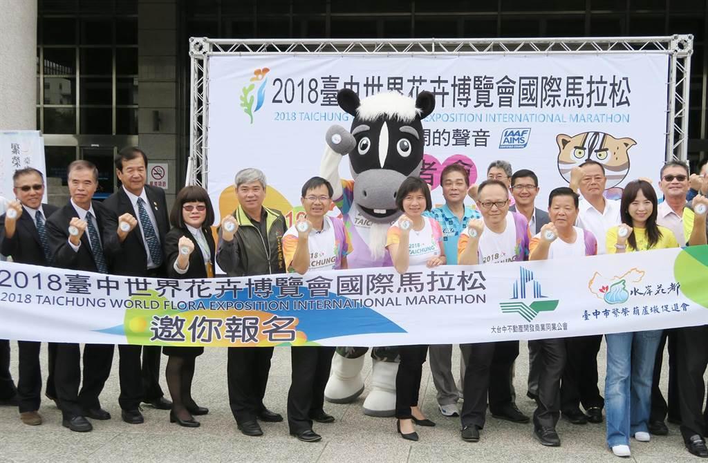 副市長林依瑩在運動局長王慶堂陪同下,一同進行起跑儀式,宣告活動正式開跑!(陳世宗攝)