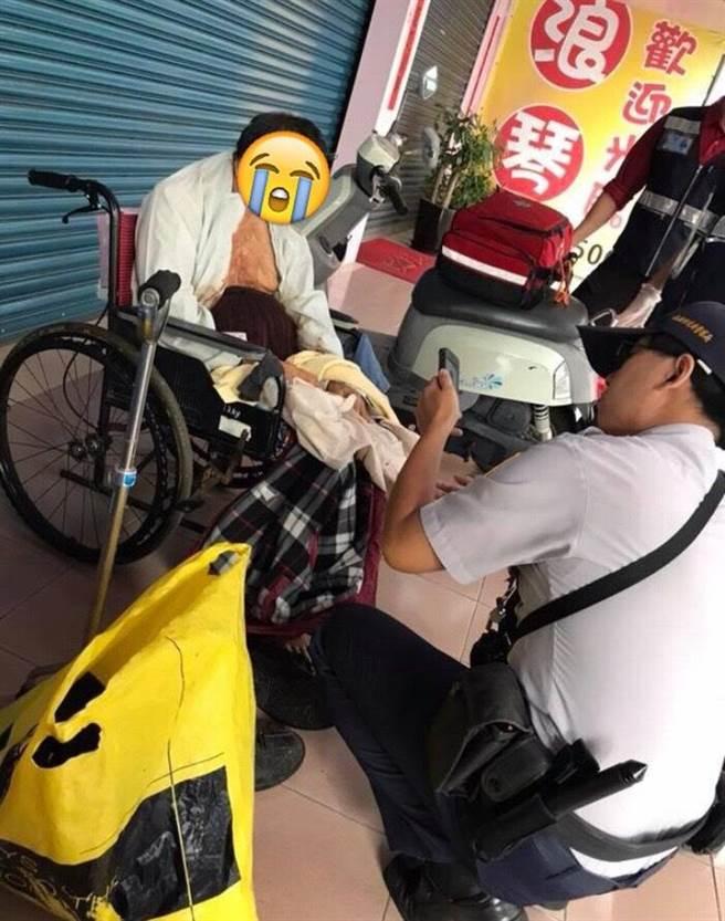 癌末街友不斷吐血,警員將他移至店外。(翻攝自臉書爆怨公社)
