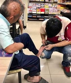 小7店員幫斷手伯剪腳趾甲 網友讚真男神