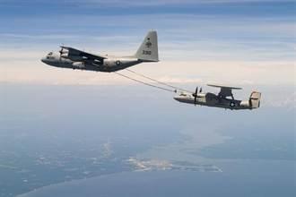 美國E-2D預警機完成空中加油 可大幅拉長預警時間