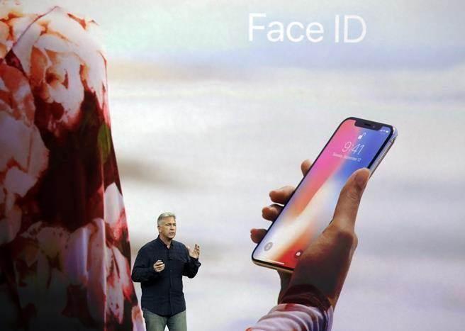 蘋果iPhone X採用三星獨家供應的OLED面板。(美聯社)