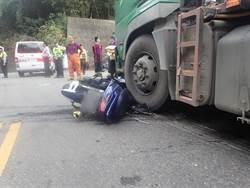 18歲男子騎機車 過彎摔倒遭砂石車碾死