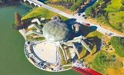 巨型大閘蟹、金鱉 成陸網紅建築