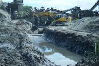 惡意傾倒百噸煤灰 東華大橋出現沙塵暴