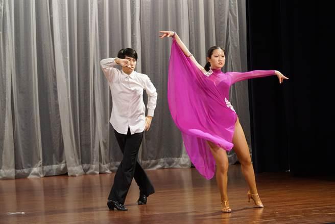 大葉大學國標舞社帶來精彩的表演。(大葉大學提供)