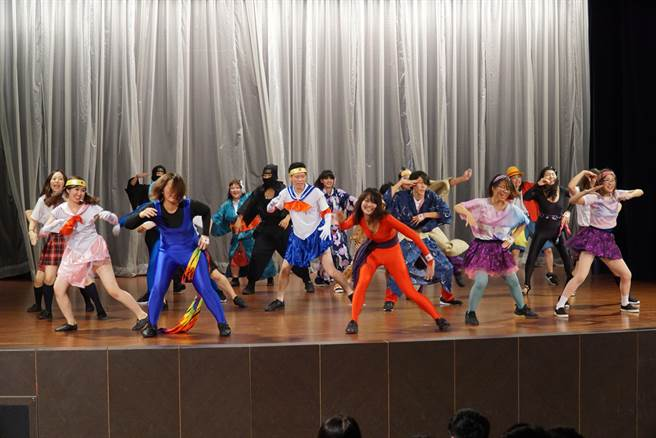 日本團員用舞蹈呈現日本文化。(大葉大學提供)