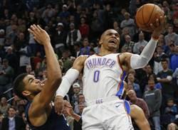 NBA》三分打變成驅逐出場 韋少砲轟裁判不公