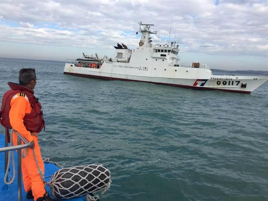 500噸級「台中艦」進駐金門,協同金門海巡執行掃蕩任務。(金門海巡隊提供)