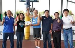 他高齡70歲 照打不老勇士3對3籃球