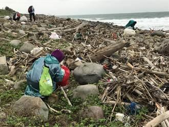 金山中角沙灘礫石區淨灘 百名志工清出2.5頓垃圾