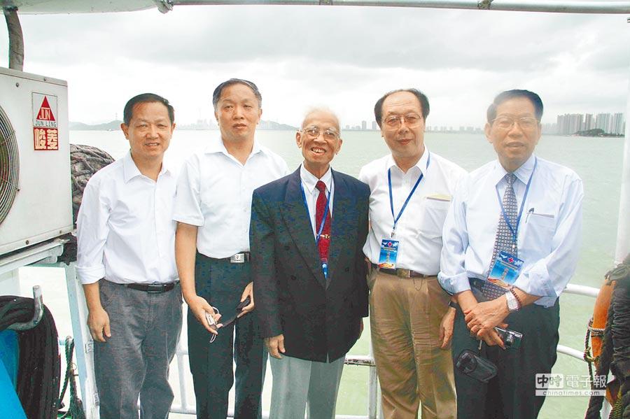 20年前參與金門會談的中國紅會五人談判代表團,其中樂美真(左二)曾是中共中央對台工作領導小組成員。(本報資料照片)