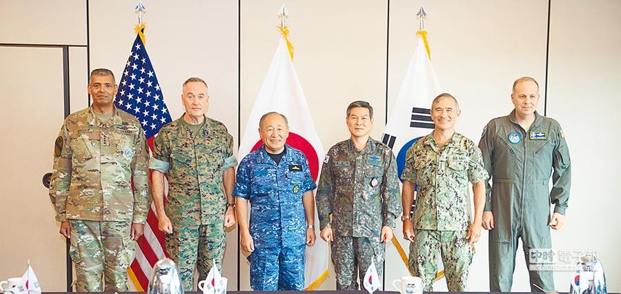 10月29日,美日韓3國聯參議長在美國太平洋司令部舉行會談,商討因應北韓核武方案。(取自美國太平洋司令部官網)