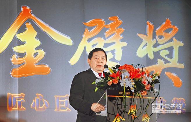 第15屆金擘獎頒獎典禮3日在台北國際會議中心舉行,遠通電收獲得民間經營團隊特優獎,遠東集團董事長徐旭東致詞時,特別感謝評審團體對他們的肯定。(趙雙傑攝)